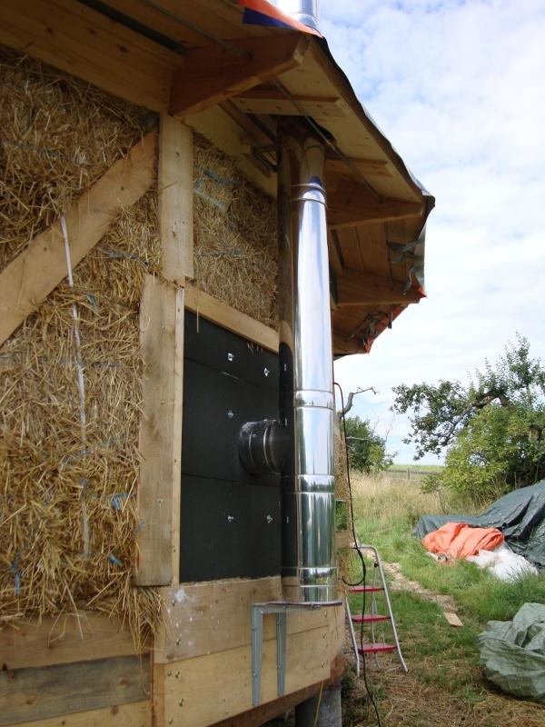H a rd abitazione circolare in legno e paglia for Piani di casa di balle di paglia di struttura in legno