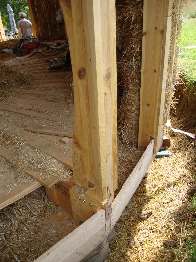 H a rd abitazione circolare in legno e paglia for Piani di casa di balle di paglia